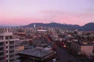 Downtown Vancouver, im Hintergrund die Coast Mountain